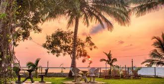 White Palace - נגומבו - נוף חיצוני