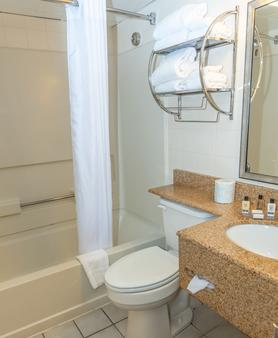 Atlantic Sands Hotel & Conference Center - Rehoboth Beach - Bathroom