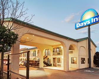 Days Inn by Wyndham Espanola - Española - Building