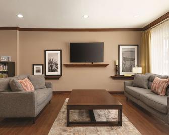 Country Inn & Suites by Radisson, Portland - Portland - Obývací pokoj