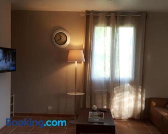 Logement de 42 m2 tout confort en campagne pour un couple - Cahuzac-sur-Vère - Living room