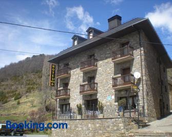 Hotel Las Nieves - Broto - Building