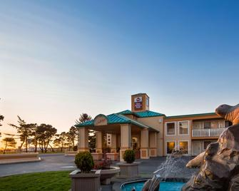 Best Western Plus Northwoods Inn - Crescent City - Building
