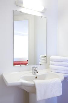 Première Classe Calais Centre-Gare - Calais - Bathroom