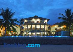 Sara Beachfront Boutique Resort - Pathio - Building