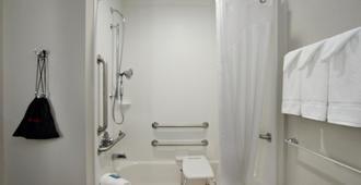 Holiday Inn Express & Suites Columbus North - Columbus