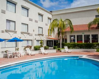 Fiesta Inn Monclova - Monclova - Pool