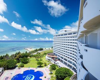 Royal Hotel Okinawa Zanpamisaki - Yomitan - Building