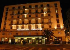 Starhotels Terminus - Nápoles - Edifício