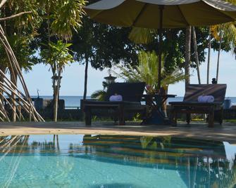 Bagus Beach Resort - Banjar - Pool