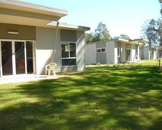 Honeybee - Country Accommodation - Gympie - Gebouw