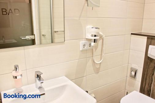 Gasthof Hotel Zum Schwarzen Bären - Vohenstrauß - Bathroom