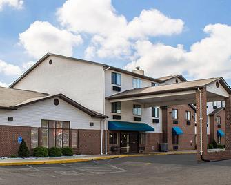 Quality Inn & Suites - Delaware - Building