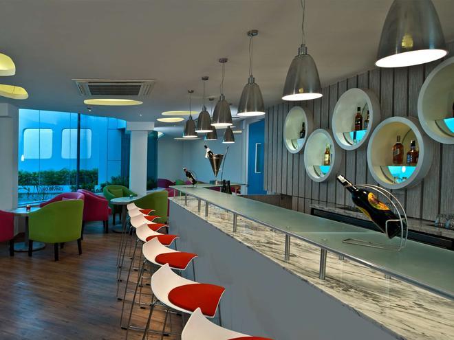 Park Inn by Radisson New Delhi IP Extension - New Delhi - Bar