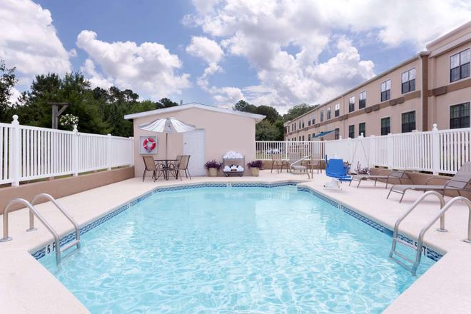 Travelodge by Wyndham Perry GA - Perry - Pool