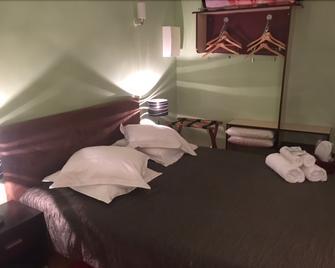 Auberge Hôtellerie des Étangs - Peronne - Bedroom