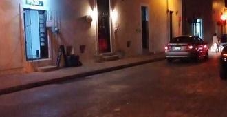 Hostel Yuyum - Valladolid - Außenansicht