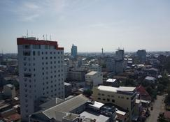 Aerotel Smile Makassar - Makassar - Außenansicht