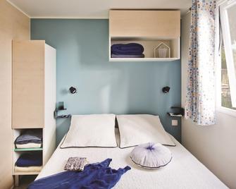 Camping Caravaning Des Bondons - Ла-Ферте-су-Жуарр - Bedroom
