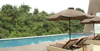 綠色森林度假村 - 帕隆蓬 - 萬隆 - 游泳池