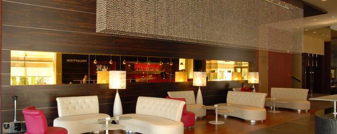 金色鬱金香安娜圓頂酒店 - 克路治 - 克盧日-納波卡 - 酒吧