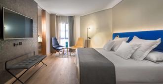 卡塞雷斯森特納里歐 5 號巴西洛酒店 - 卡塞雷斯 - 卡塞雷斯 - 臥室