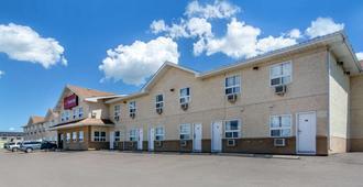 Econo Lodge - Regina - Building
