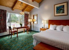 Butterfly Grove Inn - Pacific Grove - Bedroom