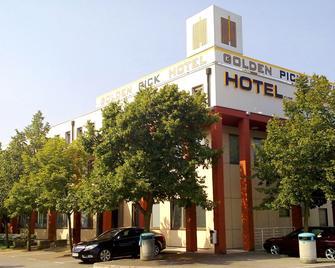 Hotel Prunk - Sezana - Building
