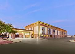 Hampton Inn St. Louis/Collinsville - Collinsville - Building
