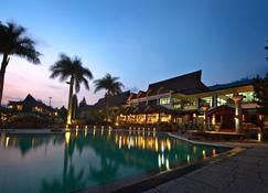 Puteri Gunung Hotel - Lembang - Pool