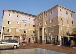 Beck Flo Hotel & Suites Ent - Asaba - Gebäude