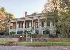 Corners Mansion Inn- A Bed & Breakfast - Vicksburg - Bina
