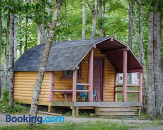 Patten Pond Camping Resort Cabin 5 - Ellsworth - Building