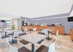 Microtel Inn & Suites by Wyndham Ames - Ames - Ravintola