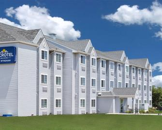 Microtel Inn & Suites by Wyndham Ames - Ames - Building