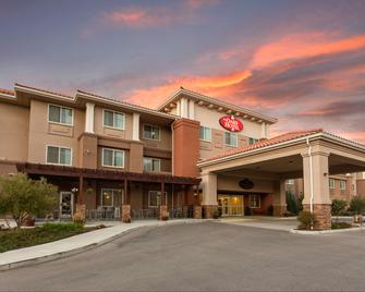 The Oaks Hotel and Suites Ascend Hotel Collection - Paso Robles - Building