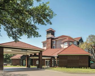 La Quinta Inn & Stes by Wyndham Orlando Lake Mary - Lake Mary - Building