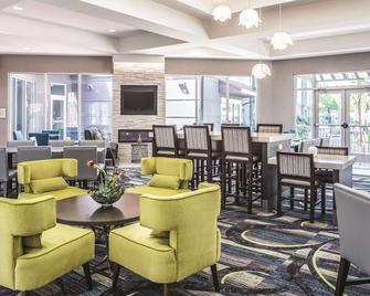 La Quinta Inn & Suites by Wyndham Orlando Lake Mary - Lake Mary - Restaurant