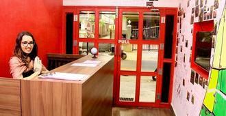 Redlollipop Hostel - Chennai - Front desk