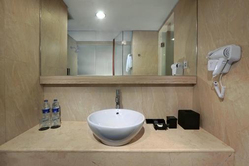 Hotel Liberta Seminyak - Kuta - Phòng tắm