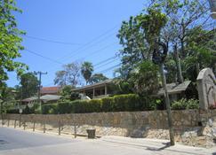 Coconut Tree West End - West End - Vista del exterior