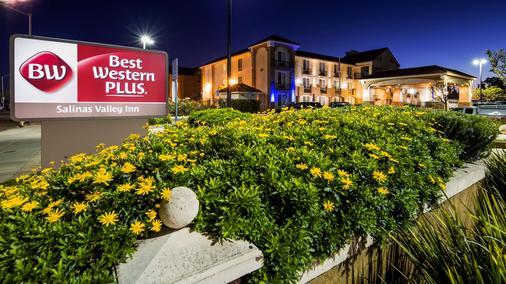 Best Western Plus Salinas Valley Inn & Suites - Salinas - Κτίριο