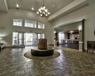Best Western Plus Salinas Valley Inn & Suites - Salinas - Salónek