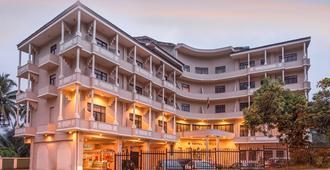 Devon Hotel - קאנדי - בניין