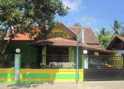 Spot On 1931 Kampung Osing Inn - Banyuwangi - Building