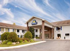 Days Inn by Wyndham Cadillac - Cadillac - Building