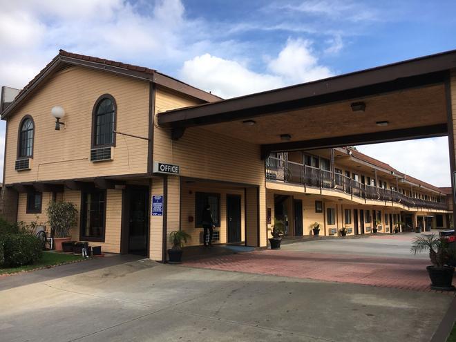 Del Amo Inn - Torrance - Building