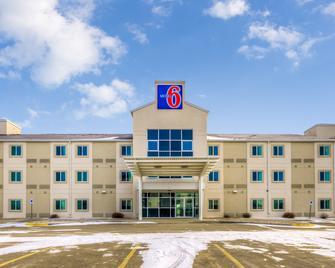 Motel 6 Estevan Sk - Естеван - Building