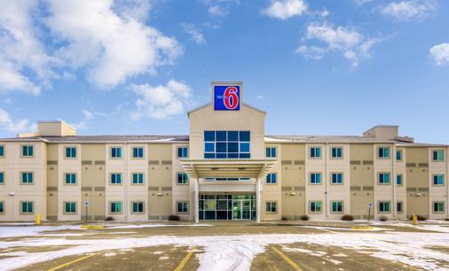 Motel 6 Estevan Sk - Эстеван - Здание